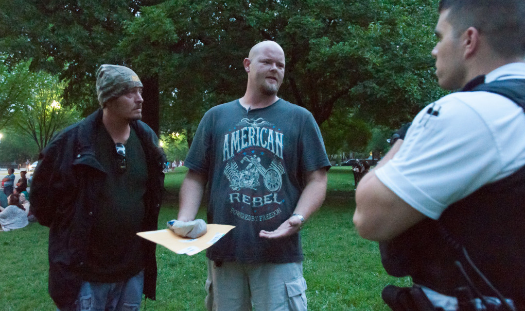 Texas Cop Delivers Bag of Dirt, '2nd Declaration of Independence' to White House